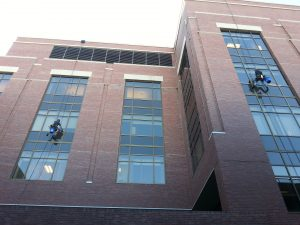 window-cleaners-943047_1920